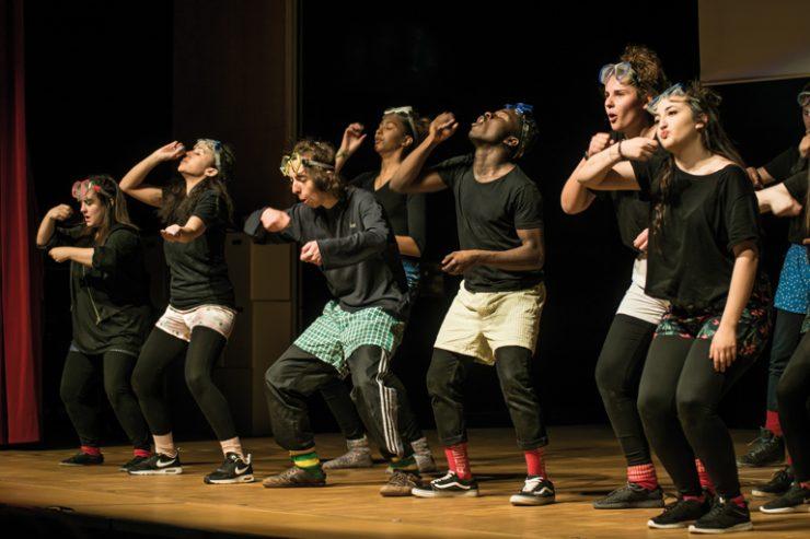 tusch theater muenchen, gruppe der staedtischen anita-augspurg-fos spielen life on earth, foto: karsten kowalk