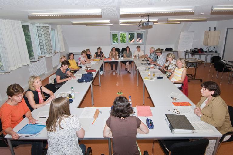 seminarraum mit teilnehmerinnen in achatswies, foto: bernhard lang