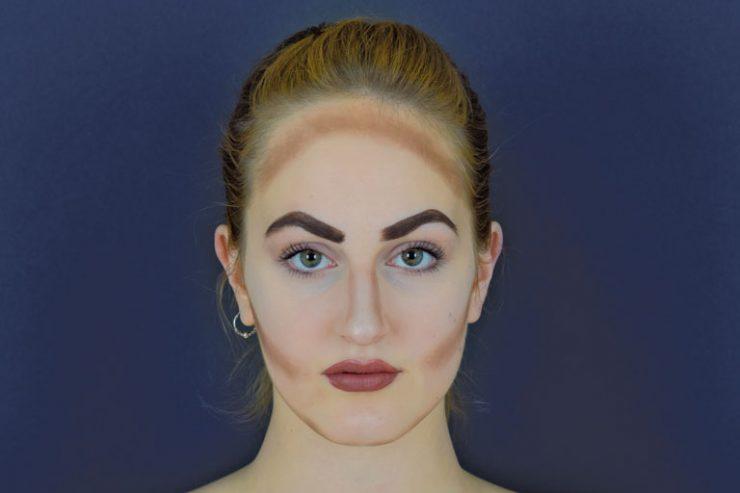 ausstellungs-projekt anders schoen - portraitaufnahme einer jungen frau beim make-up, foto: paedagogisches institut