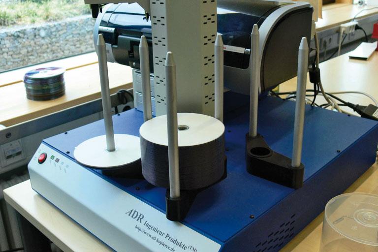 cd-vervielfaeltigung in der bildstelle des paedagogischen instituts, foto: pi-bildstelle