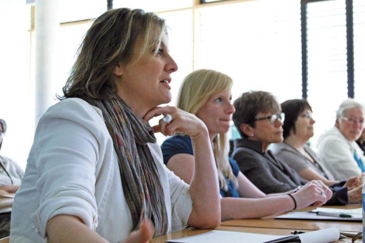 europatag 2014, teilnehmerinnen verfolgen einen vortrag, foto: paedagogisches institut