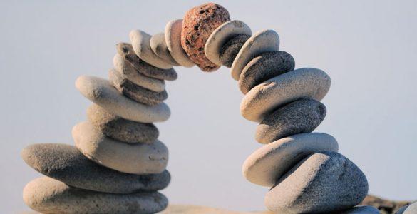 steinbruecke aus kieseln, foto: fotolia, styf