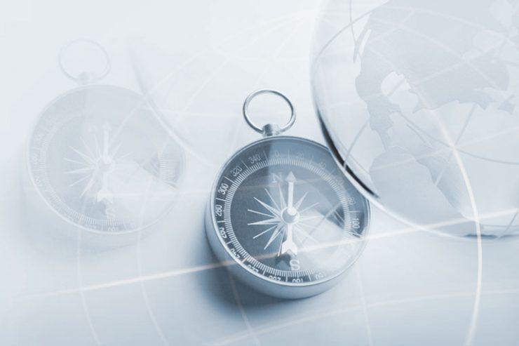 kompass mit weltkugel im anschnitt, foto: istock, dny59