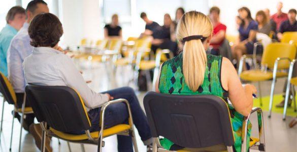 lehrerfortbildung - stuhlkreis, diskussion, puplikum, foto: fotolia, kasto