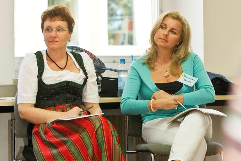 zwei teilnehmerinnen eines seminars am pi-zkb, foto: bernhard lang