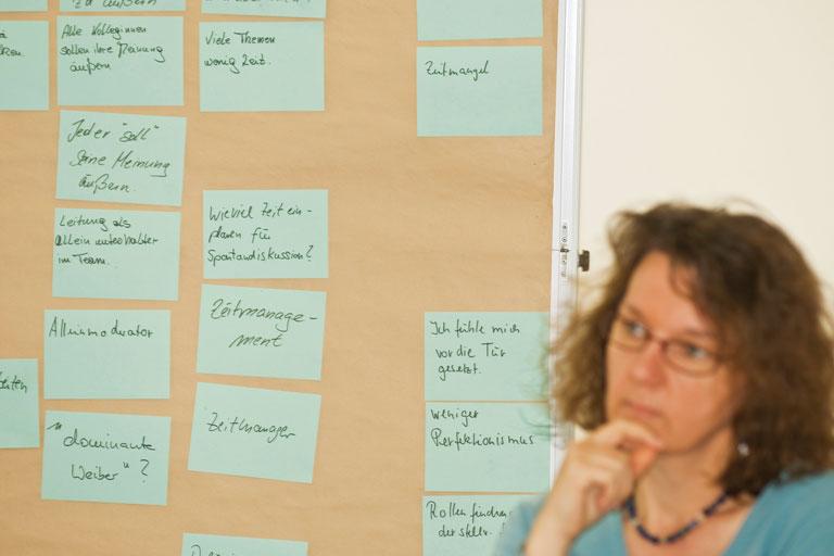 seminarsituation mit cluster-karten, foto: bernhard lang
