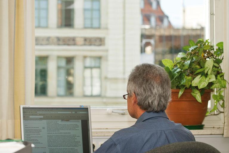 pi-mitarbeiter am pc, foto: bernhard lang