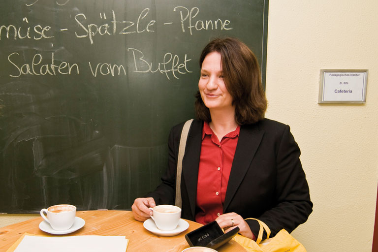 kaffeepause in der cafeteria des pi-zkb, foto: bernhard lang