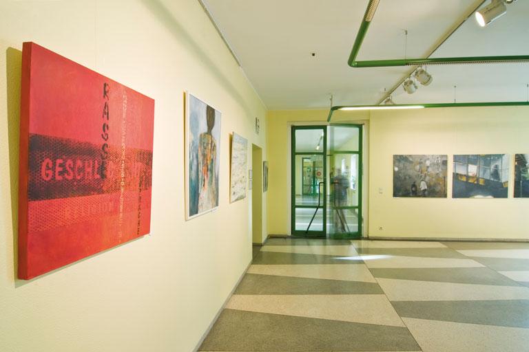 kunstausstellung im flur des pi-zkb, foto: bernhard lang