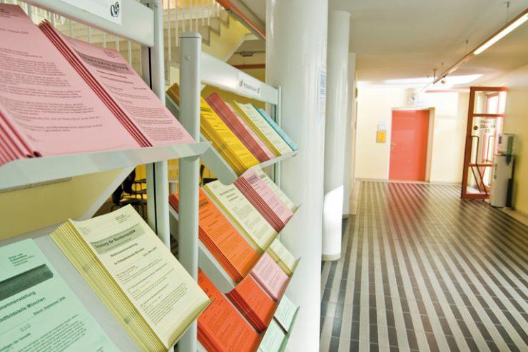 printmedien-display im pi-zkb, foto: bernhard lang