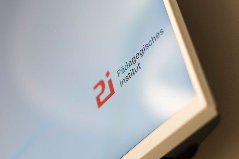 pi-logo - close-up - auf dem veranstaltungsmonitor, foto: bernhard lang