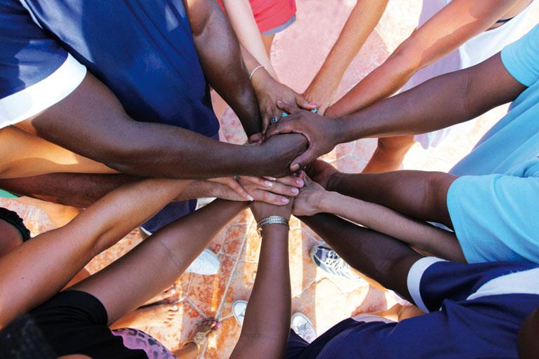 haende bilden eine einheit als team, foto: fotolia, thaut images