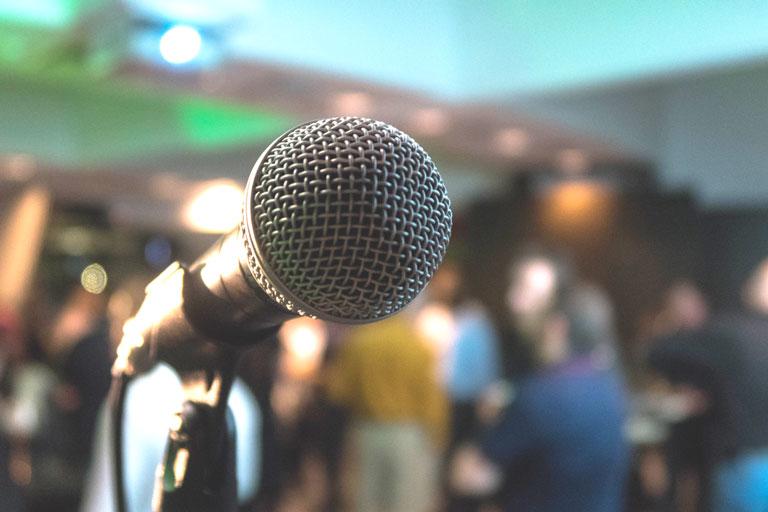 nahaufnahme von mikrofon, foto: unsplash.com, kane-reinholdtsen