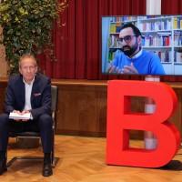 Im Gespräch: Prof. Dr. Fereidooni mit Moderator